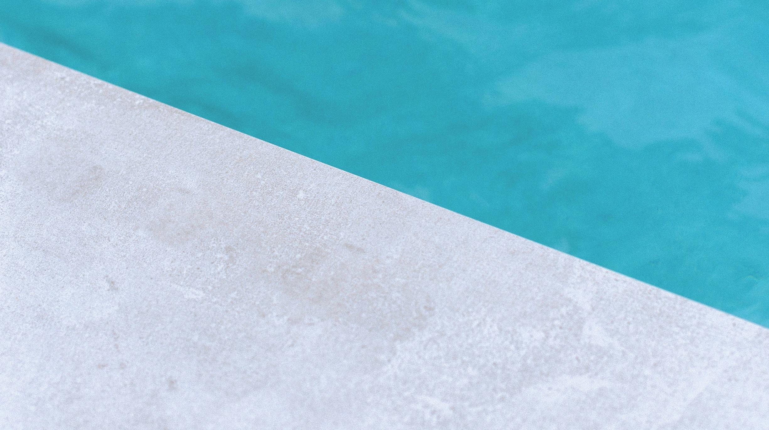 beton-teinte Comment choisir le revêtement autour de sa piscine ?