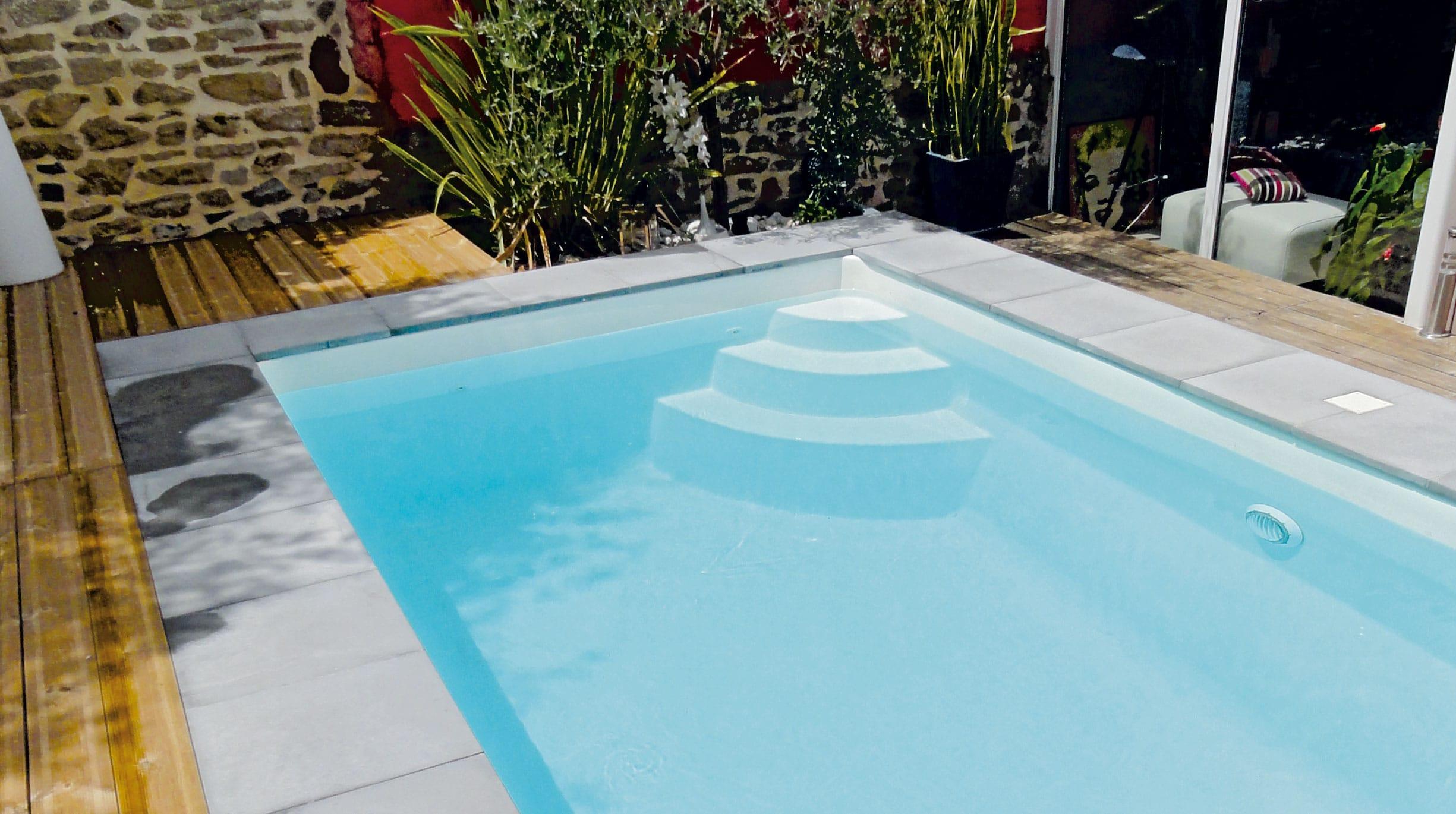 gp_actu_Juillet-CotePiscine_mejean Des idées d'accessoires pour décorer les abords de sa piscine à coque