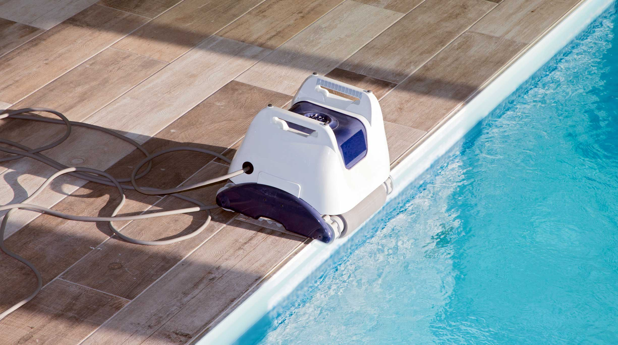 gp_actu_octo.robotsnettoyeurs-1 5 bonnes raisons d'opter pour un couloir de nage en coque