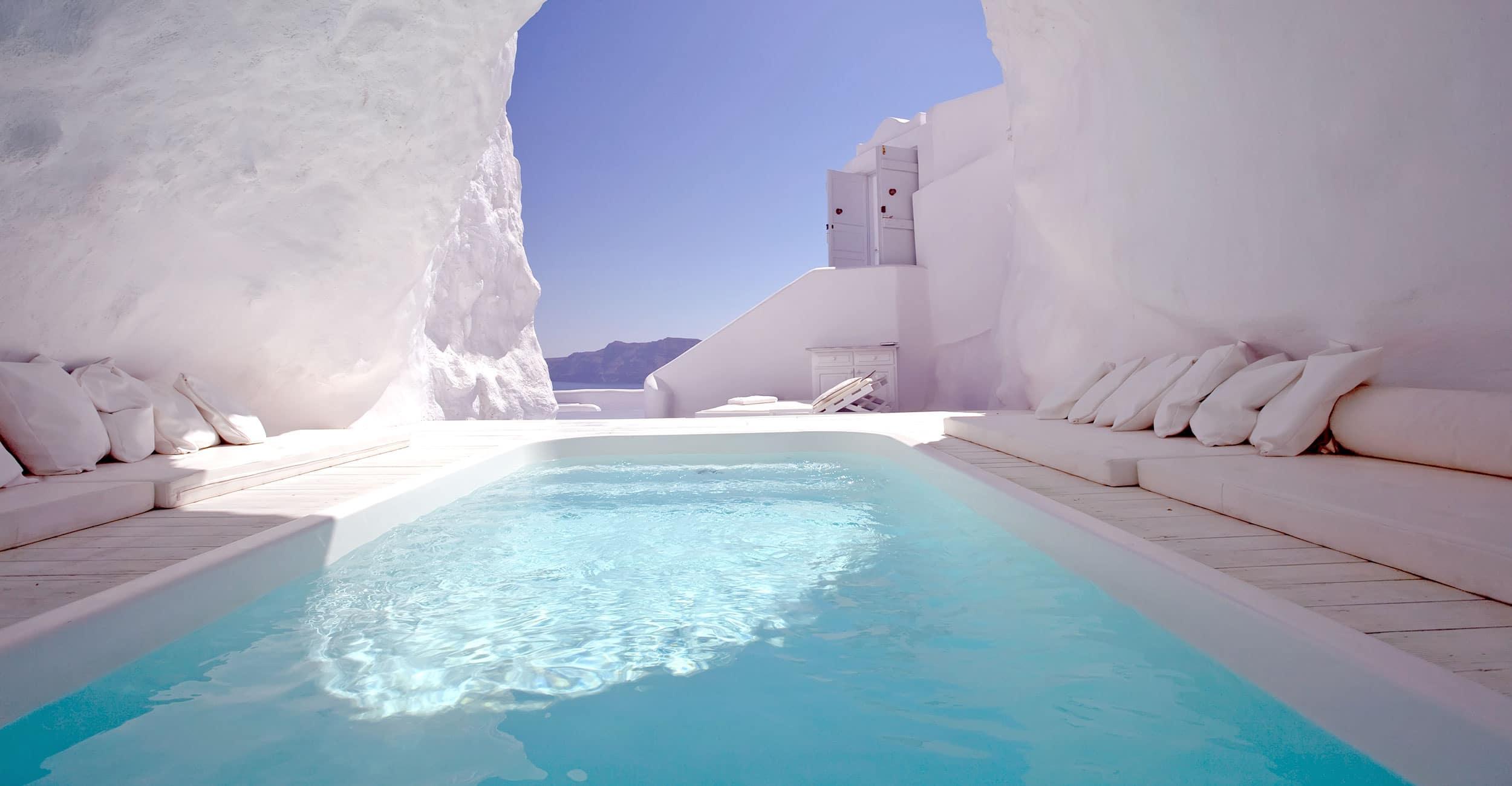 gp_grecque_2500x1300px Idées de décoration pour aménager son espace piscine à coque