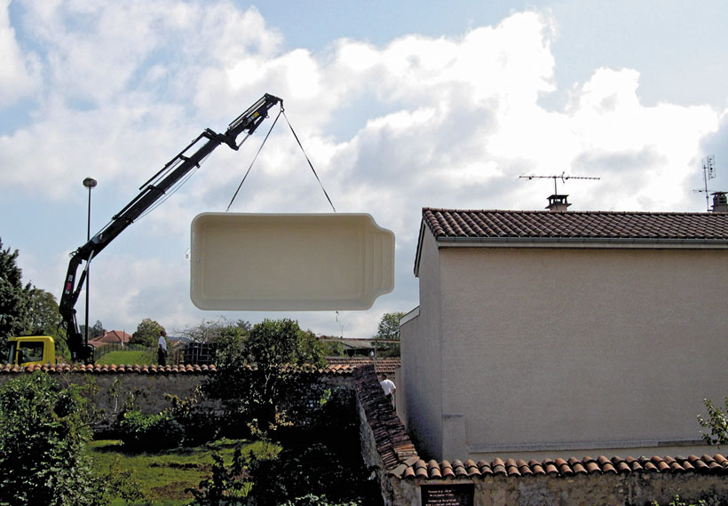 grue-maison-piscine-coque Livraison
