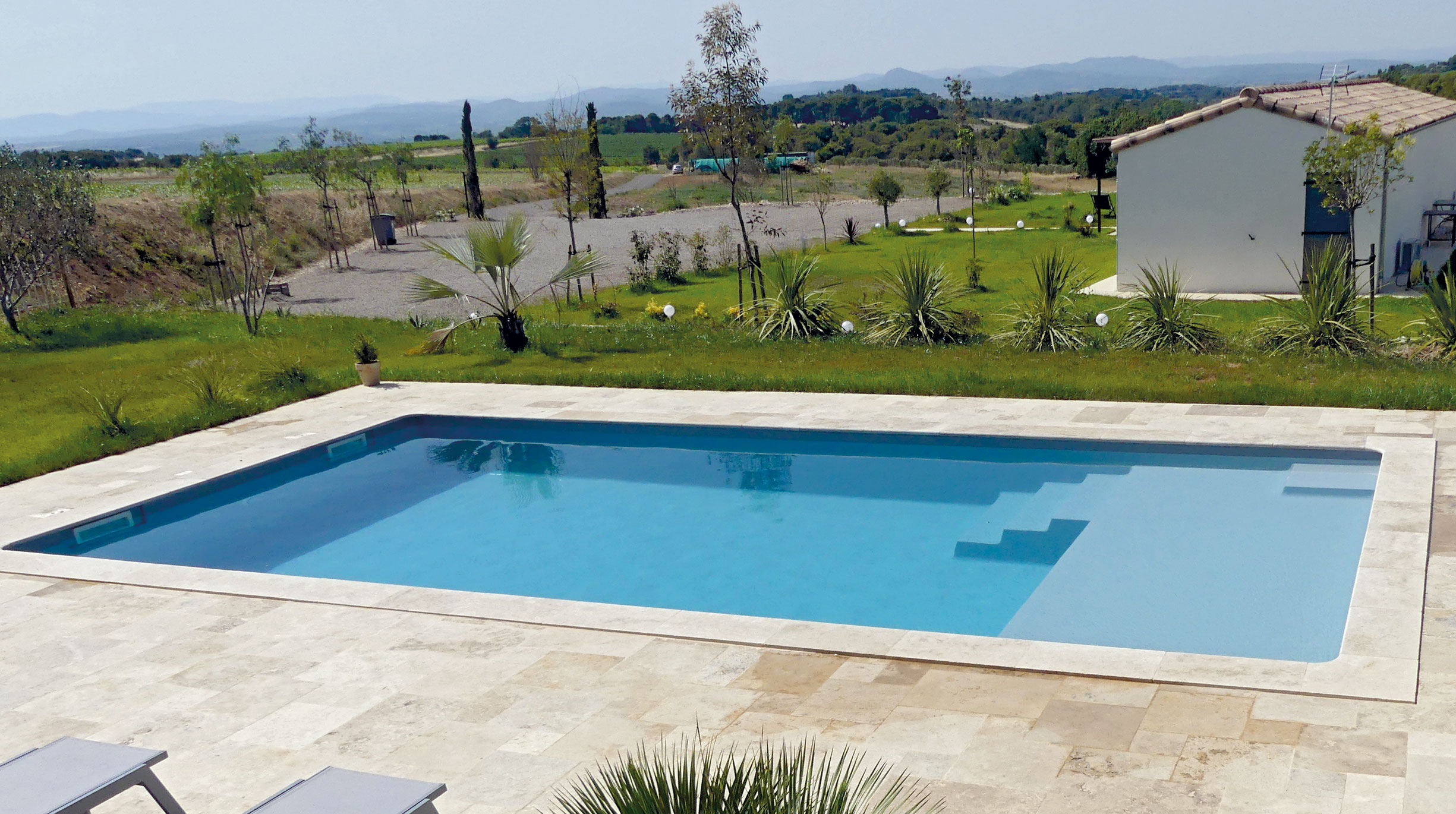 modele-plage-ambiance 4 bonnes raisons d'opter pour une piscine à coque