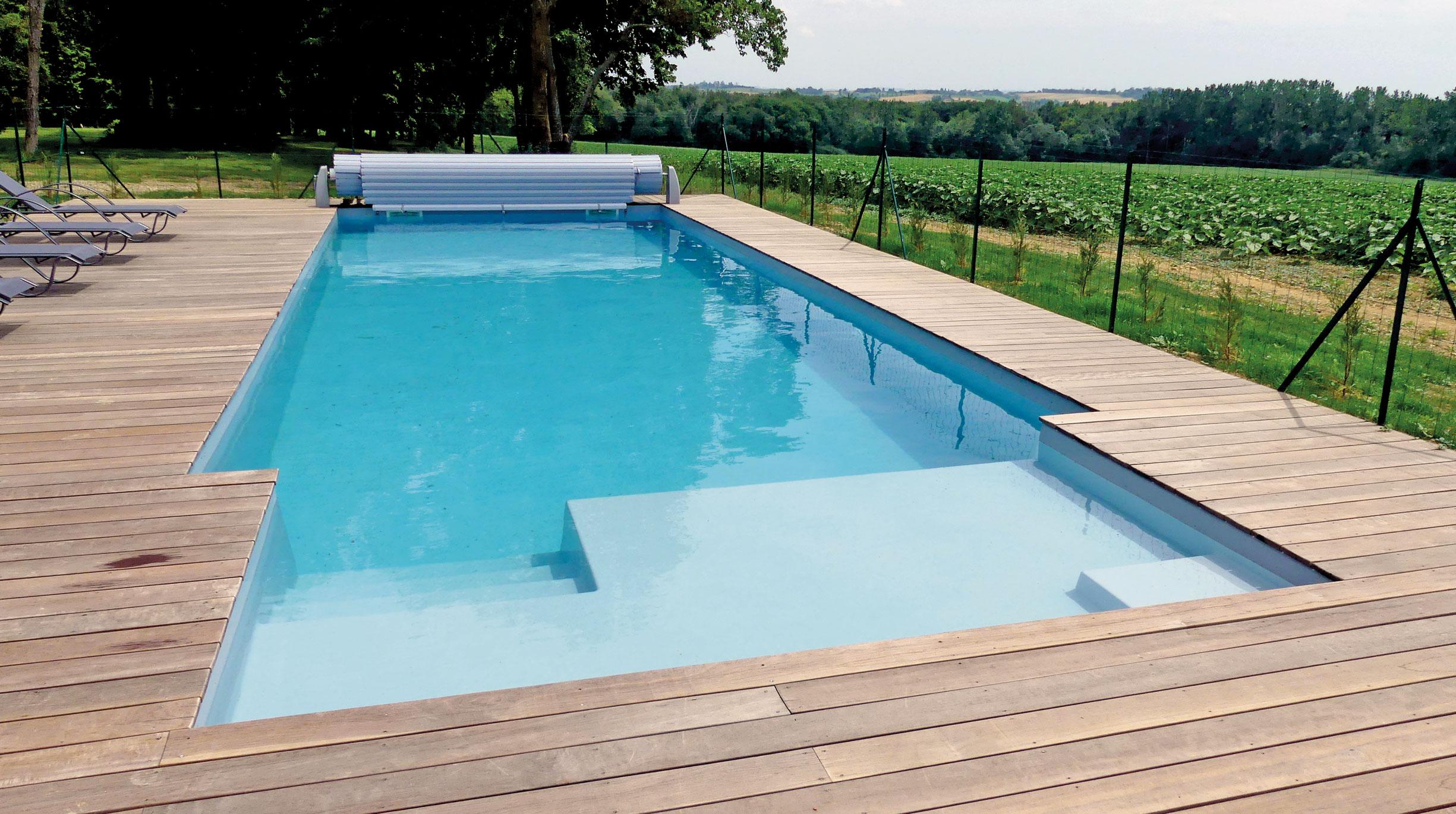 modele-port-pin-105-avec-escalier-plage Quel modèle de piscine à coque, pour quelle utilisation ?