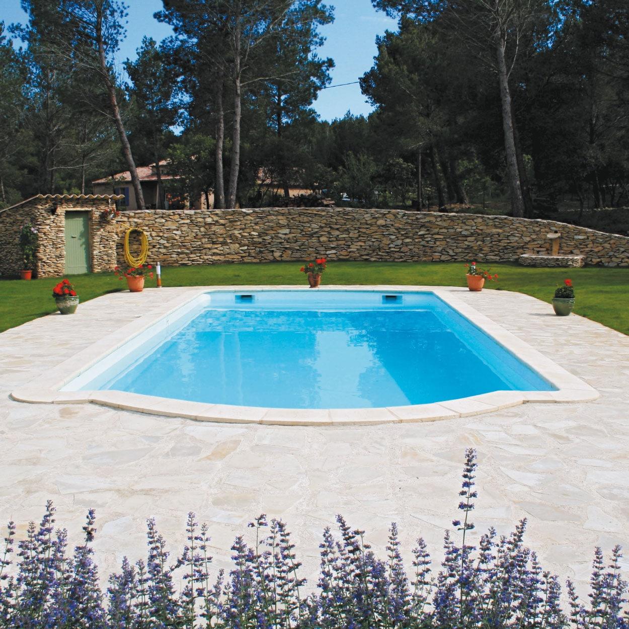 realisation-piscine-coque-pomaregue Modèle Pomarègue